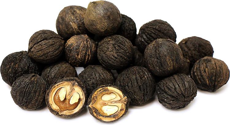 Свежий черный орех
