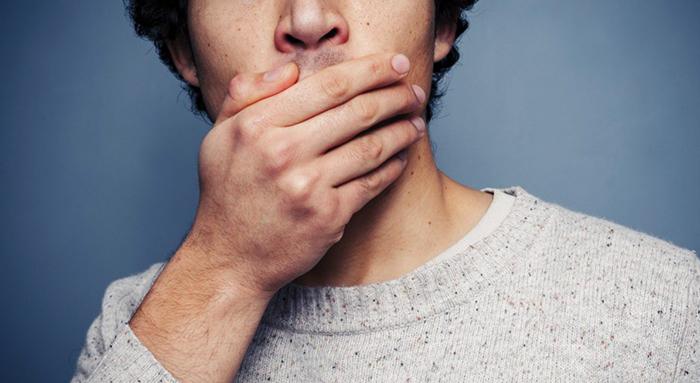 Неприятный запах изо рта у мужчины